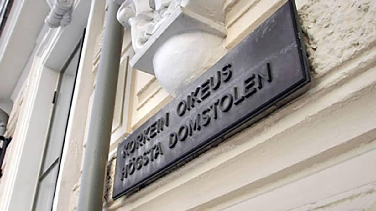 Korkeimman oikeuden kyltti Helsingin Pohjoisesplanadilla