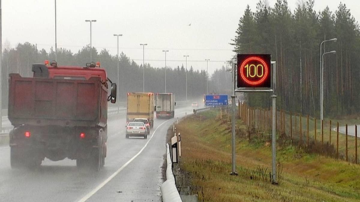 Vaihtuvat nopeusrajoitus liikennemerkit