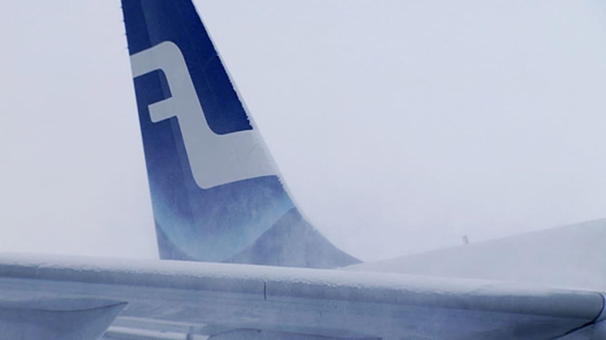 Finnairin lentokoneen pyrstö.