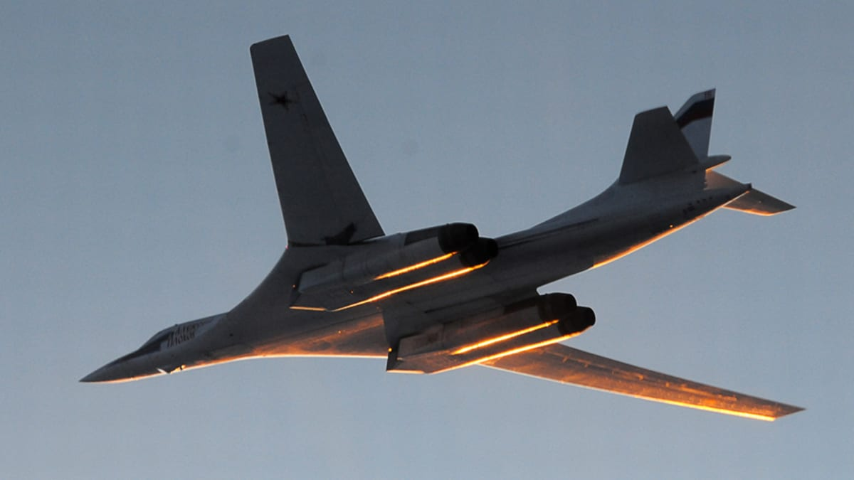Venäläinen Tupolev TU-160 -pommikone ilmassa