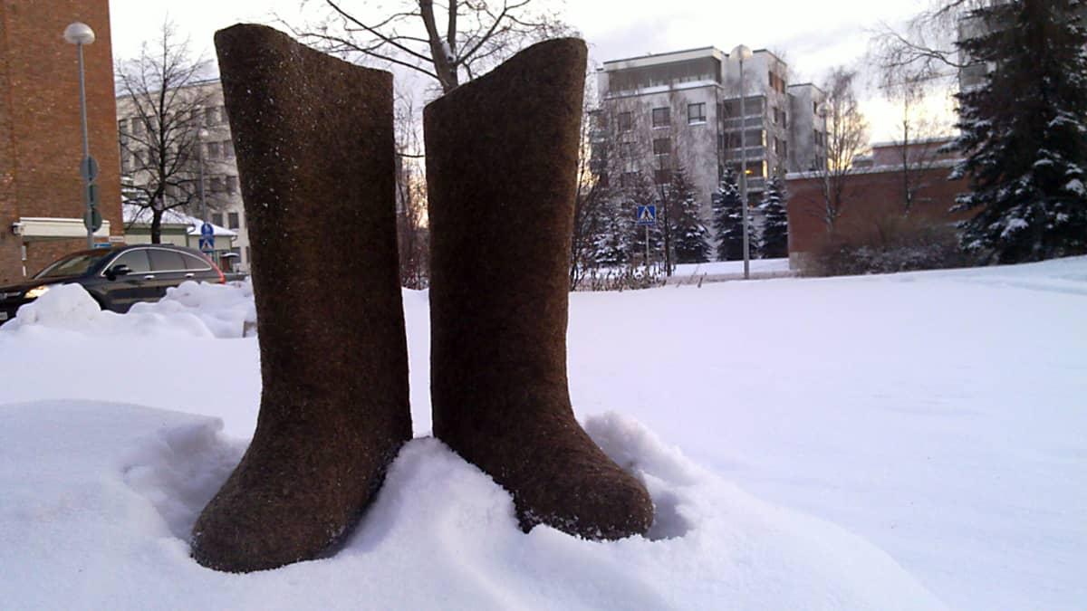 Huopikkaat ovat lämpimät kengät talven pakkasilla.