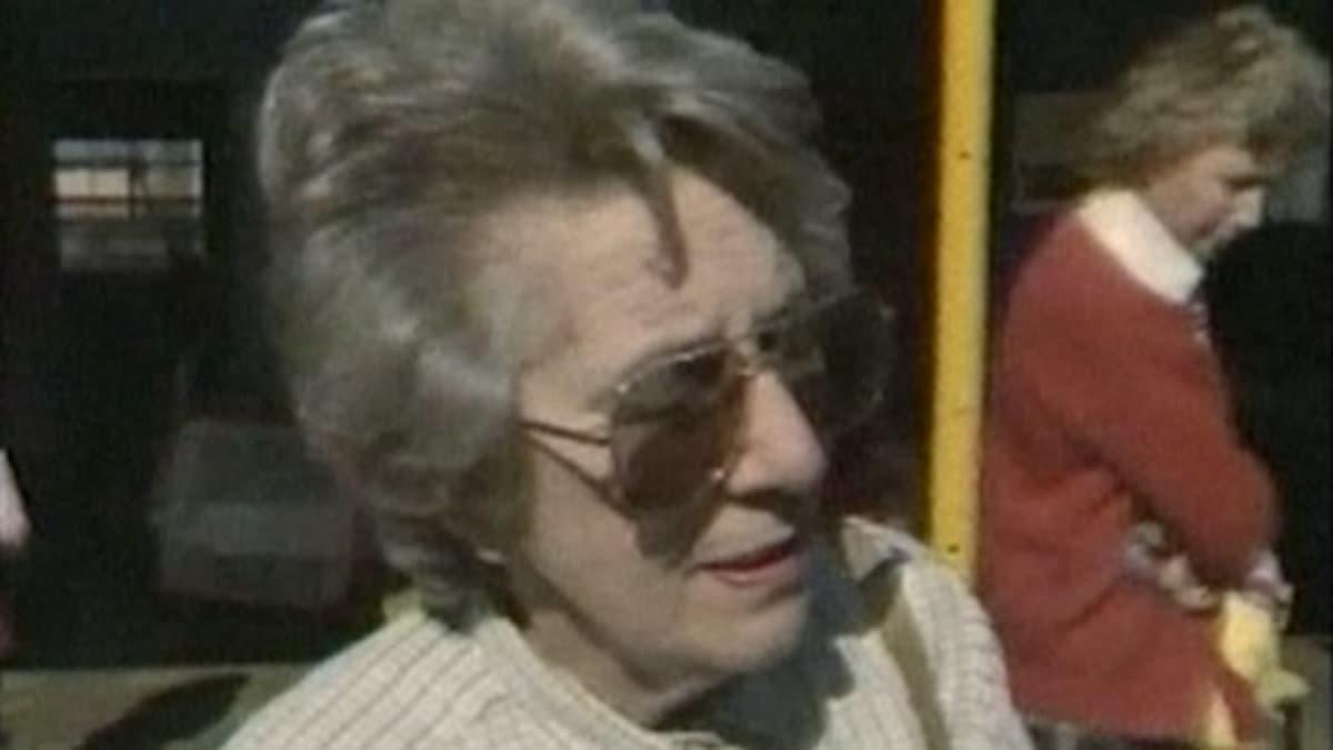 Helen Suzman vierailulla koulussa Soweton koulussa Johannesburgissa 8. elokuuta 1986.