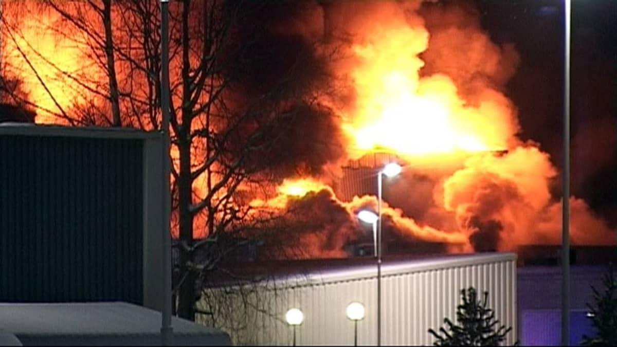 Osa Abloyn Joensuun tehdasalueesta on tulimerenä.
