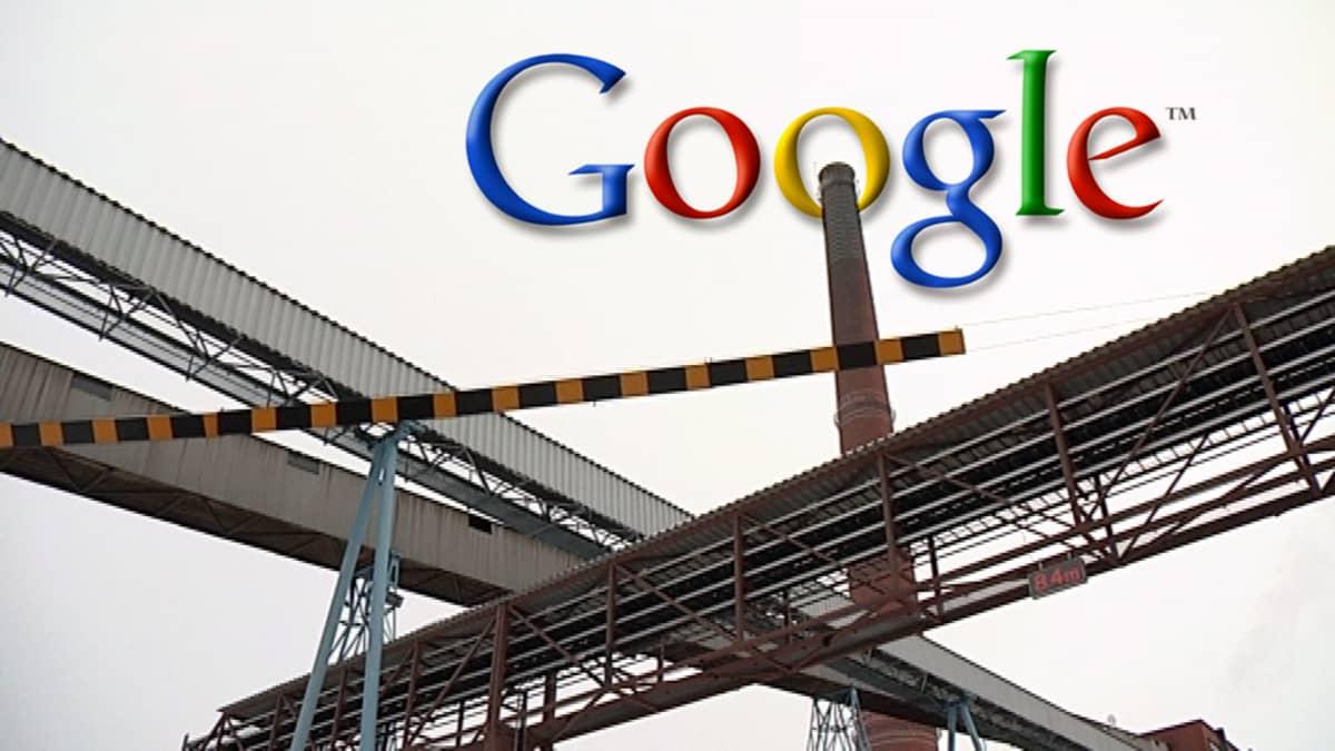 Summan tehtaan piippuja ja Googlen logo.