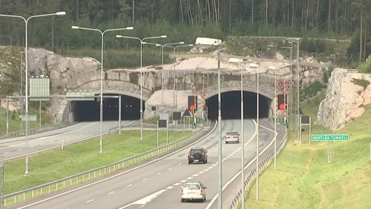 Isokylän tunneli E18-tiellä Salossa.