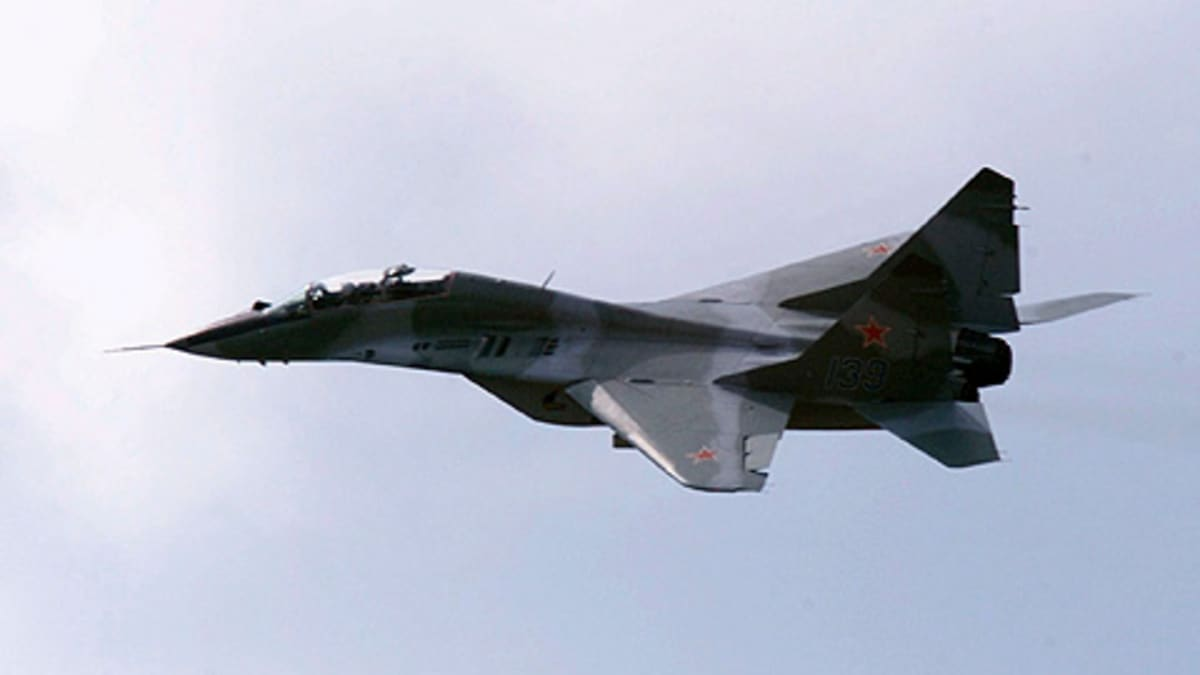 Venäläinen MiG-29 hävittäjä Moskovan kansainvälisessä ilmailunäytöksessä 2001.