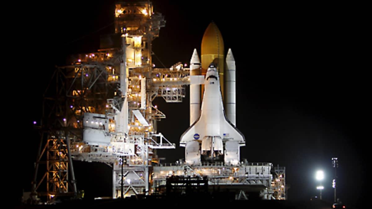 Avaruussukkula Discovery lähtöalustallaan