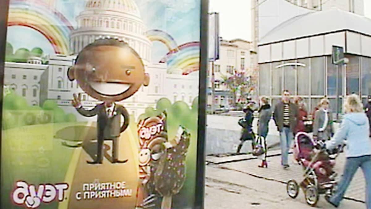Duetto-jäätelön mainos kadulla.