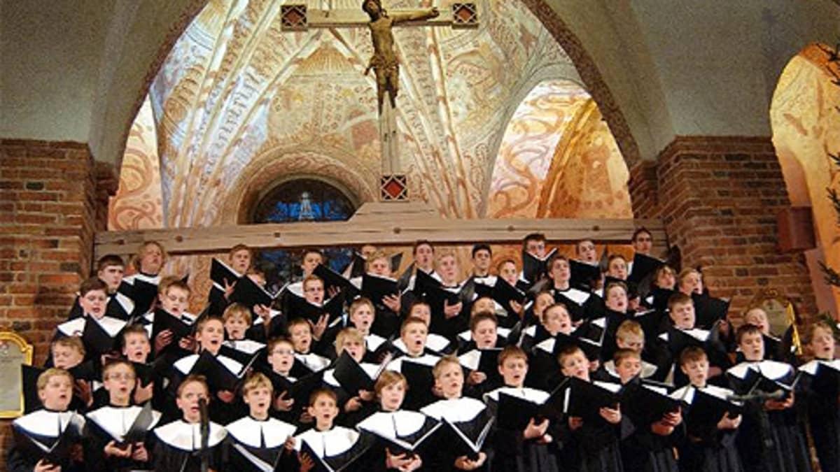 Cantores Minores-kuoro esiintymässä