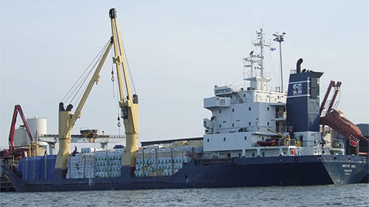 Arctic Sea -alus Loviisan Valkon satamassa 30. huhtikuuta 2008.