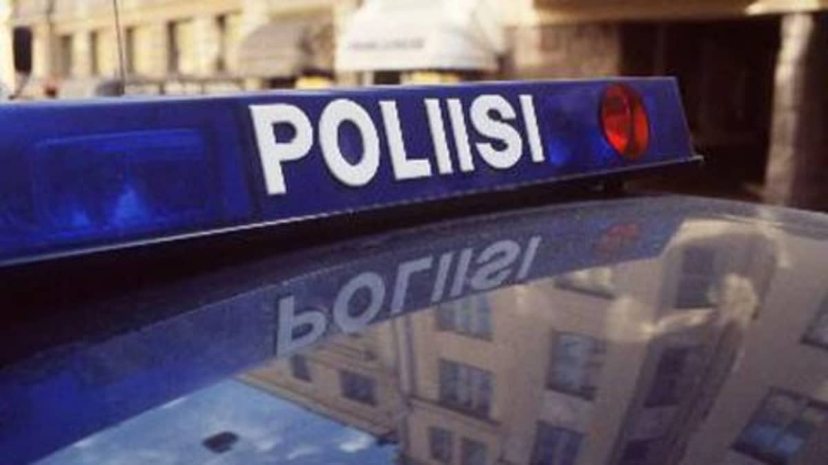 Poliisi-kyltti poliisiauton katolla