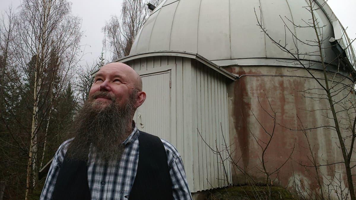 Tähtiteteen professori Esko Valtaoja
