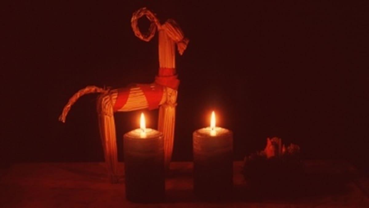 Olkipukki ja kynttilöitä.