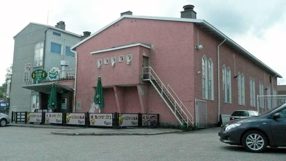Vaaleanpunainen rakennus