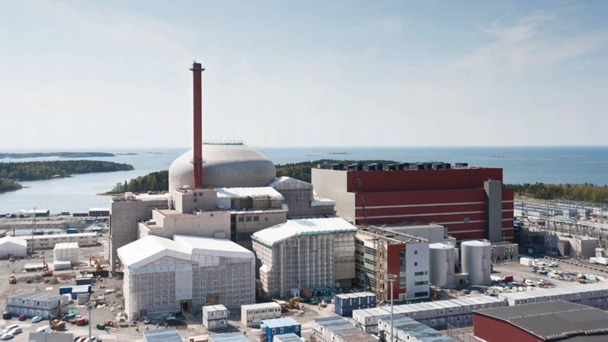 Olkiluoto 3 -voimala toukokuussa 2012.