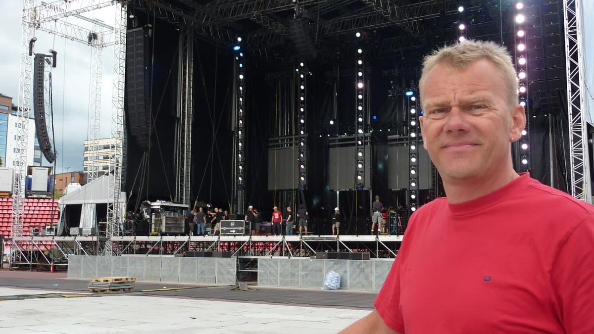 Jussi Santalahti ja lava