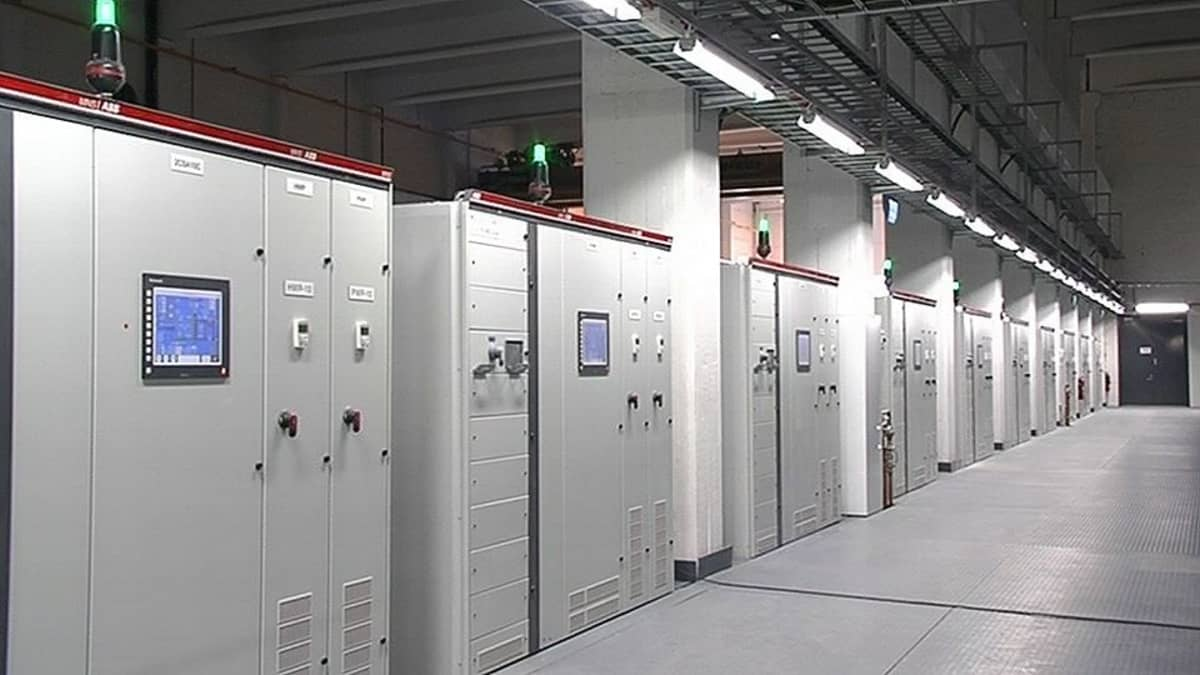 Googlen palvelinkeskuksen laitteistoa Summan vanhassa tehtaassa Haminassa.