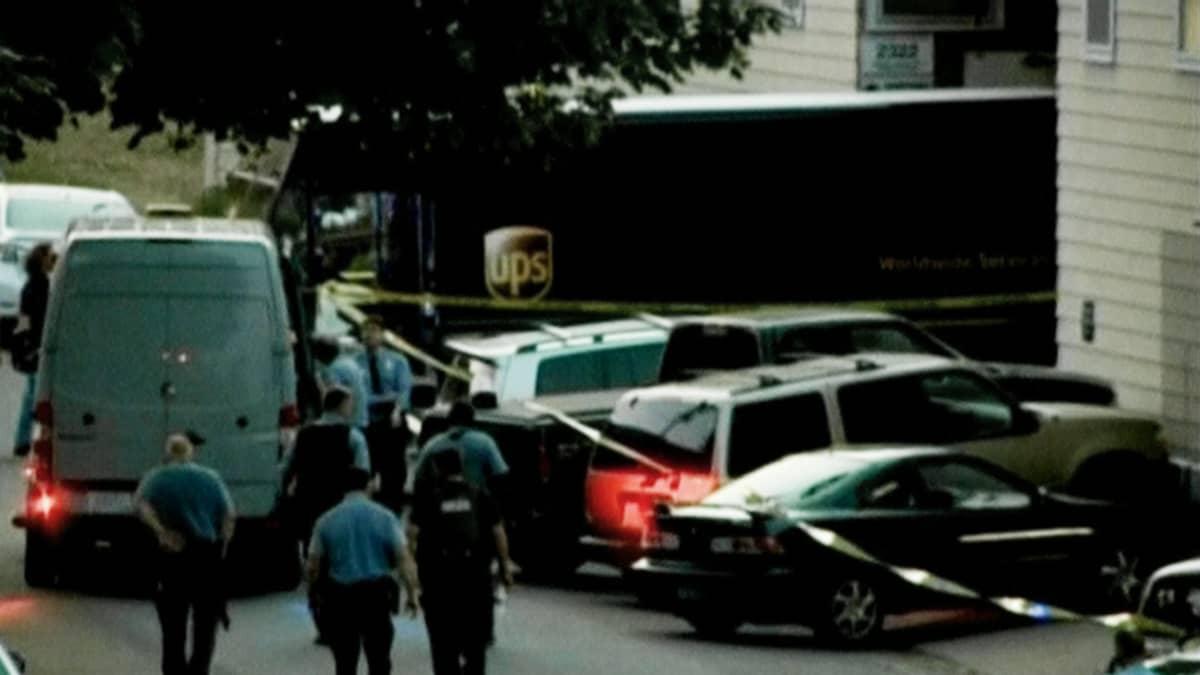 Poliisit eristivät ampuma-alueen Minneapolisissa.
