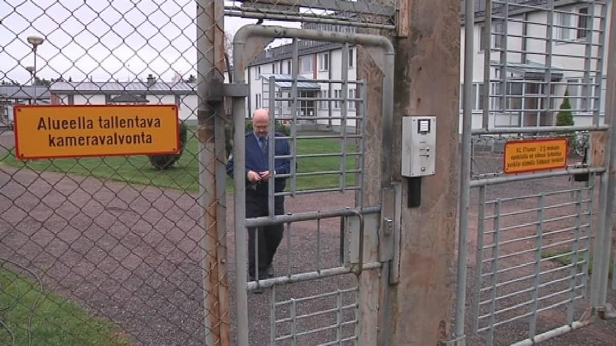 Köyliön vankilan pihan portti