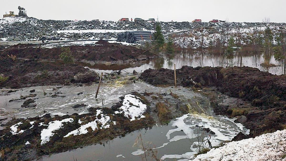 Talvivaaran kaivoksella tapahtui jätevesivuoto 4. marraskuuta.
