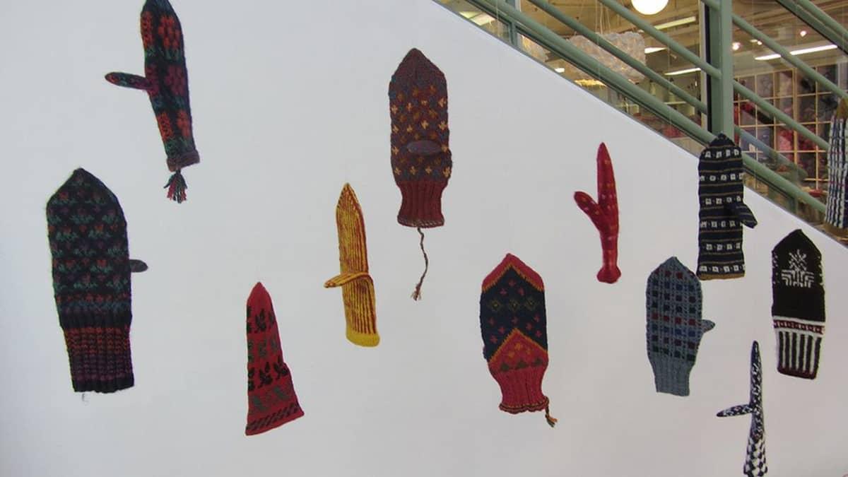 Maakuntalapasia näyttelyssä Kankurissa