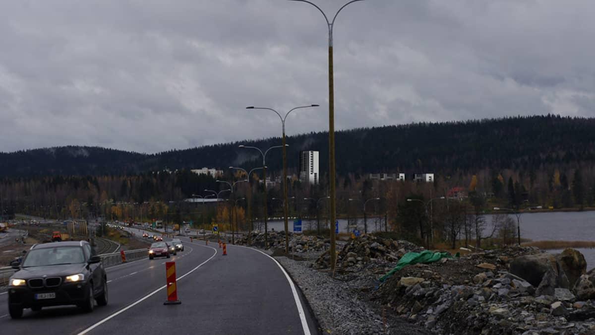 Havainnekuvassa näkyy, miltä Kuopion Päivärantaan suunnitellut uudet kerrostalot näyttäisivät Kallansilloilta katsottuna.