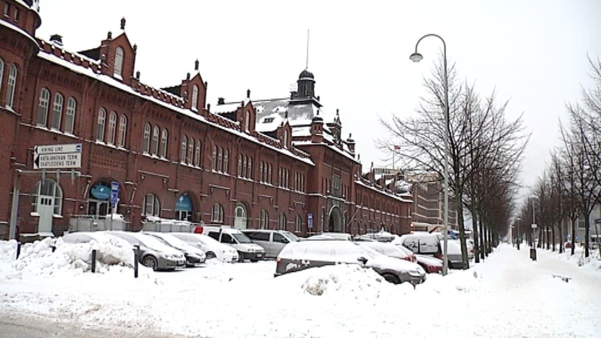 Arkkitehti Gustaf Nyströmin piirtämä Tulli- ja Pakkahuone Helsingin Katajanokalla valmistui 1901.