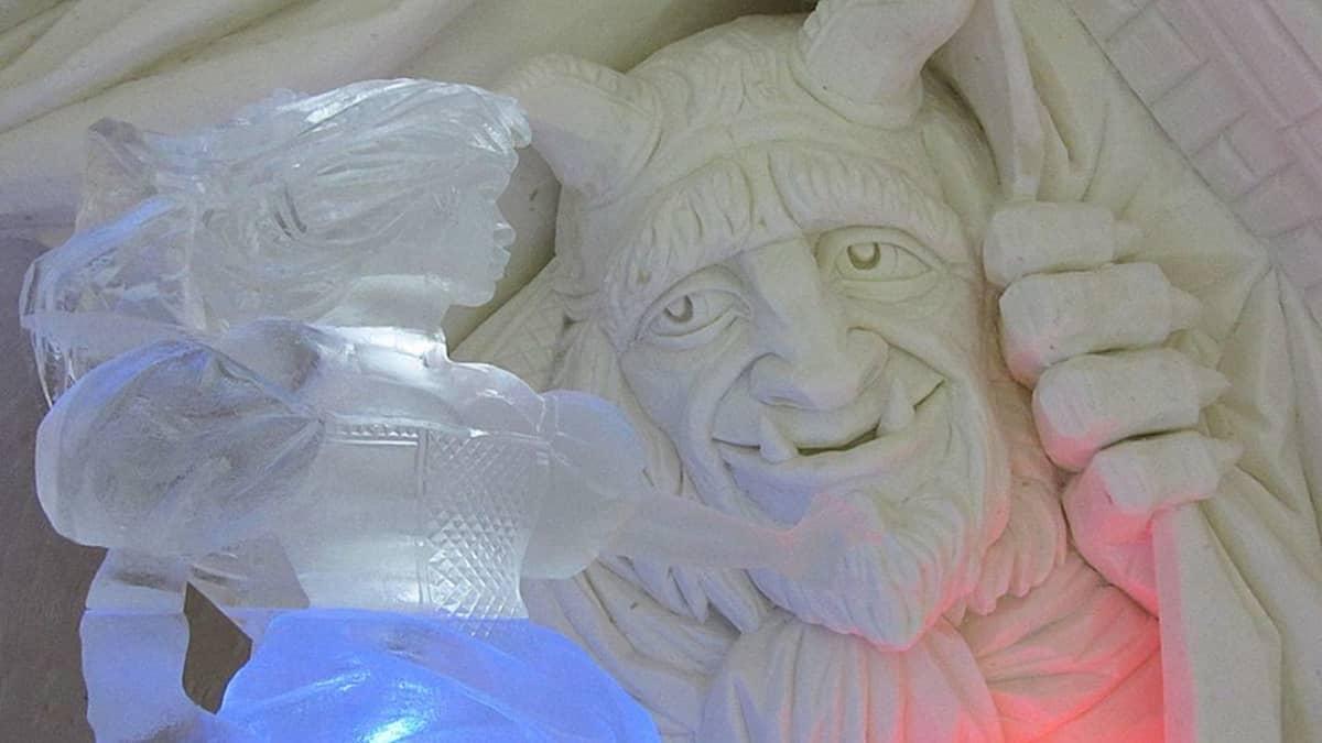 Kaunotar ja hirviö patsaat lumesta ja jäästä