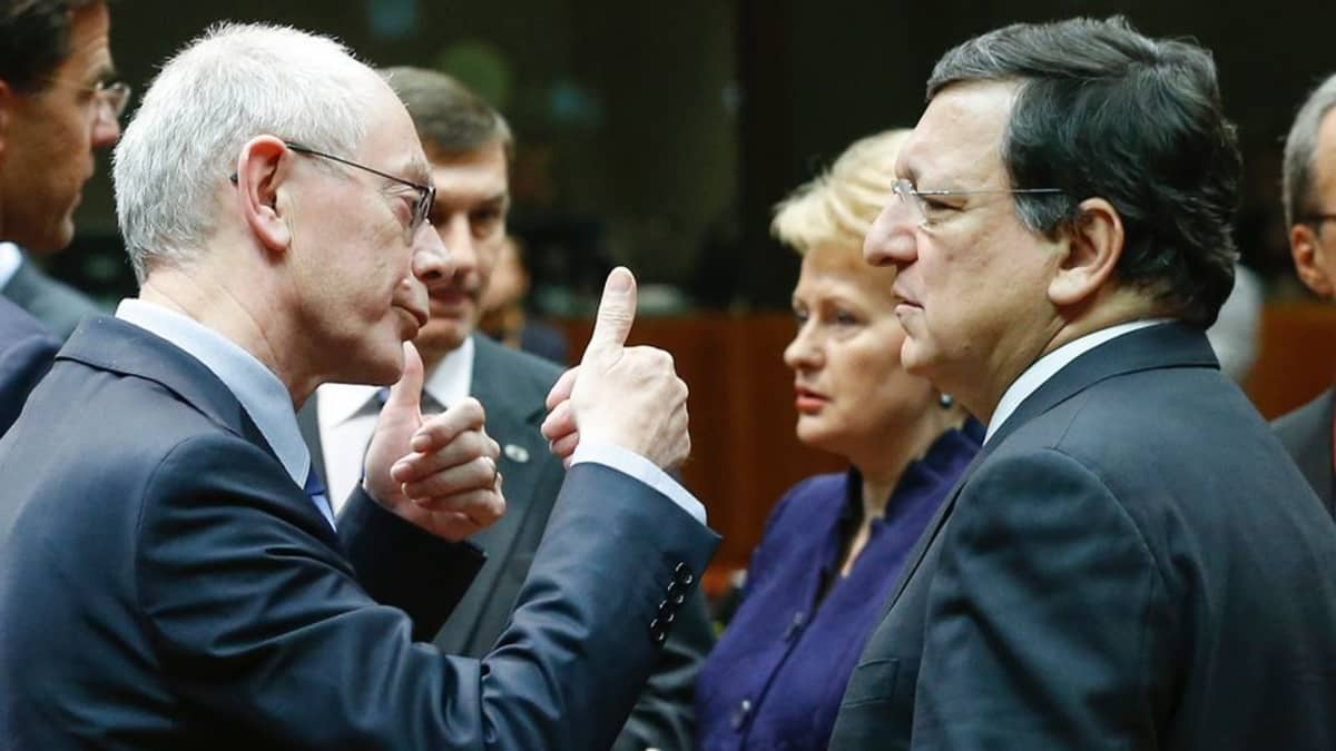 Van Rompuy ja Barroso keskustelevat.