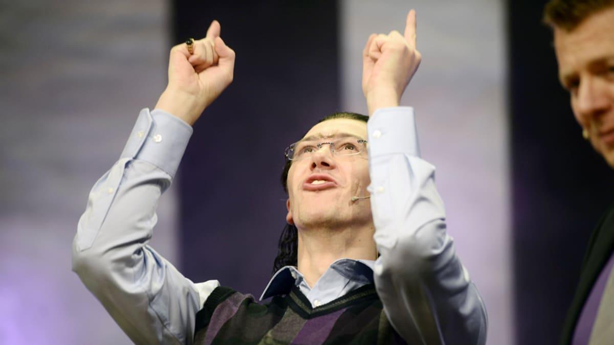 Putous-ohjelman sketsihahmokisan osallistuja Karim Z. Yskowicz, eli Jussi Vatanen.