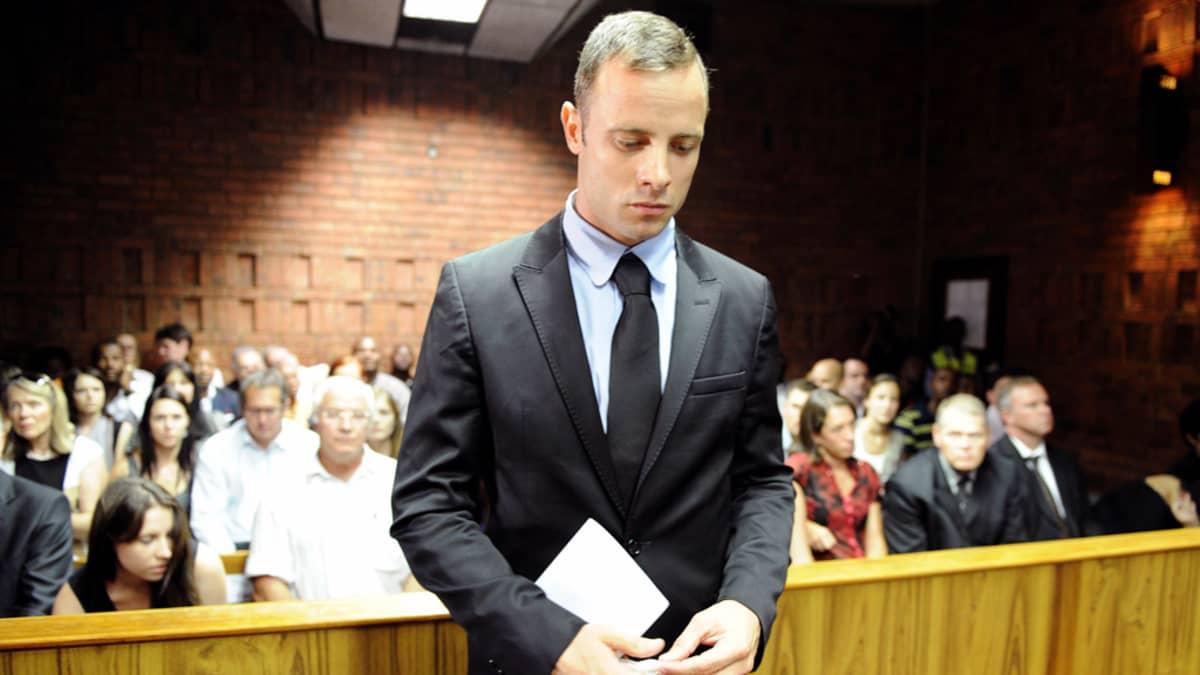 Oscar Pistorius Oscar Pistorius seisoo oikeuden kuultavana Pretoriassa