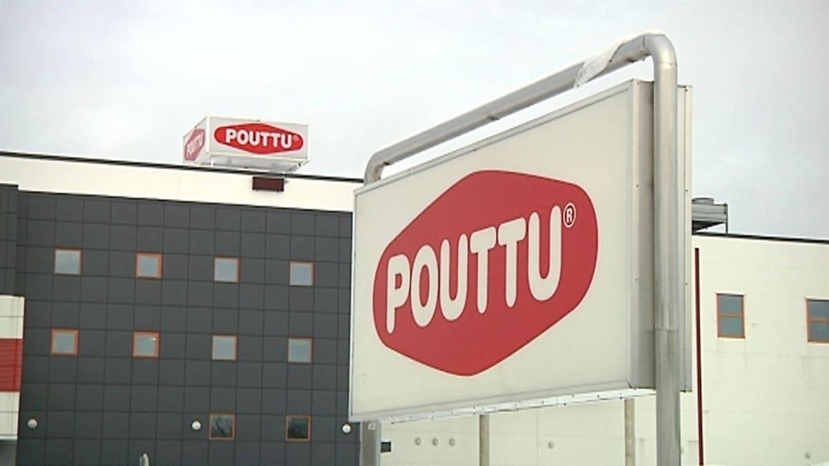 Ulkokuva Poutun rakennuksessa, etualalla kyltti.