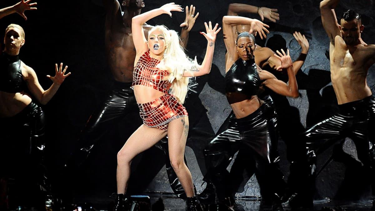 Lady Gaga esiintyy Belfastissa.