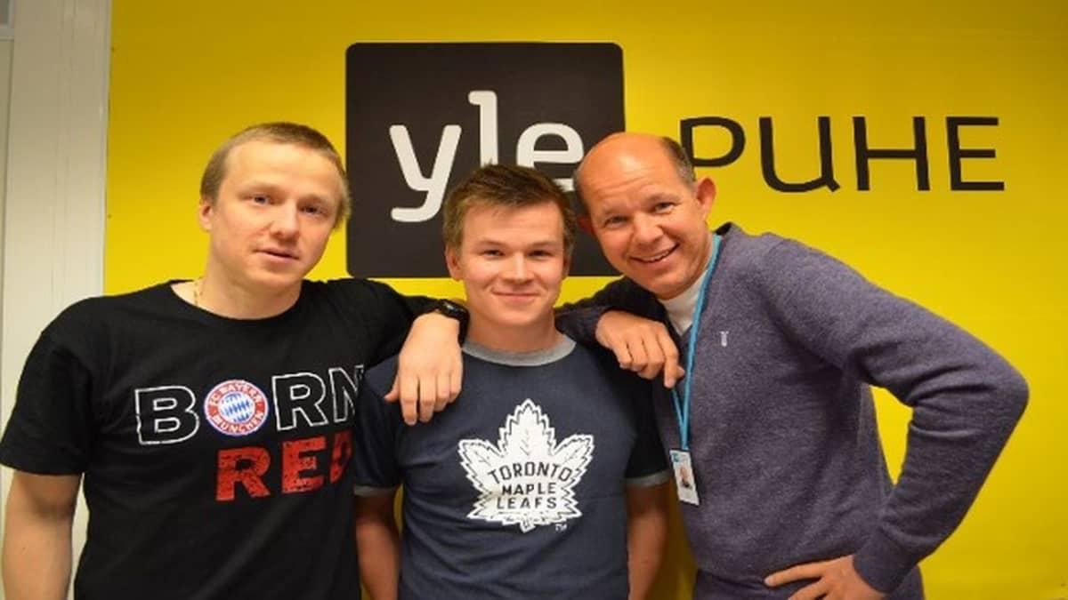 Yle Puheen Urheiluillassa sanansäilää tiistaina käyttäneet Esko Seppänen, Riku Salminen ja Kaj Kunnas.