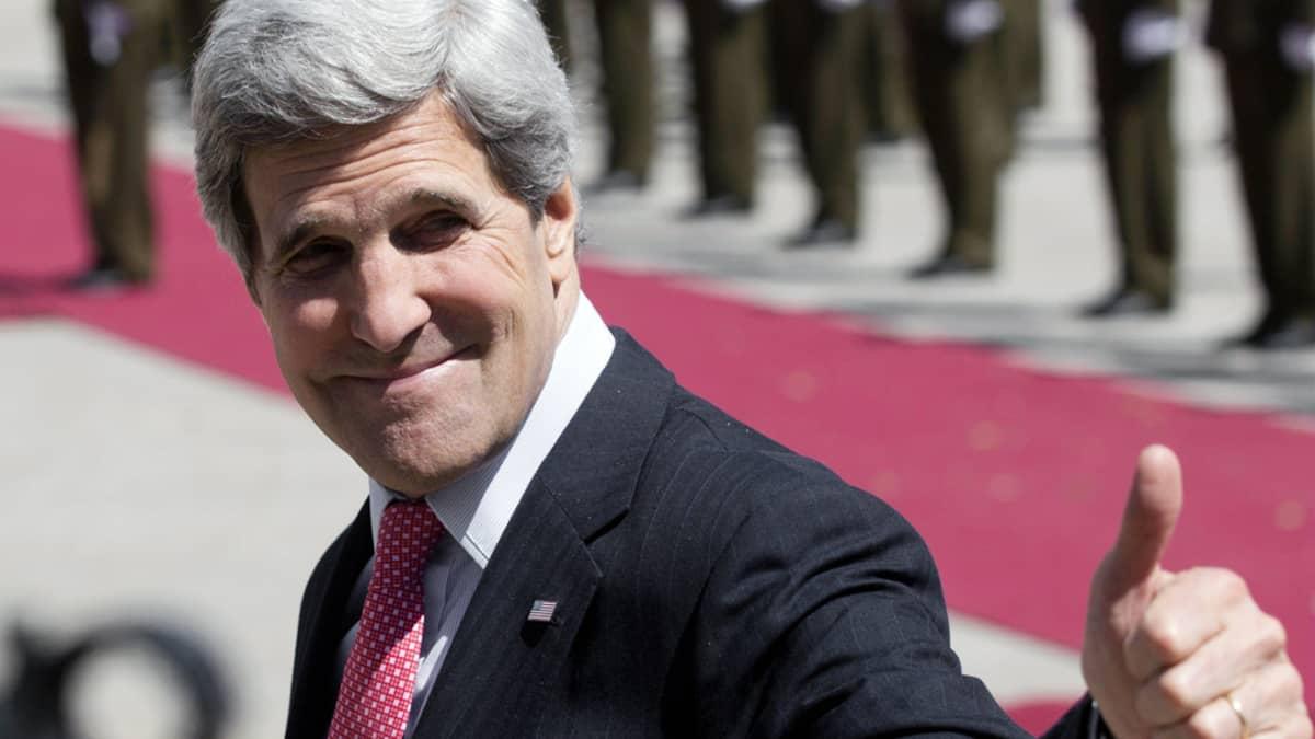 John Kerry vierailee Länsirannan Ramallahissa.