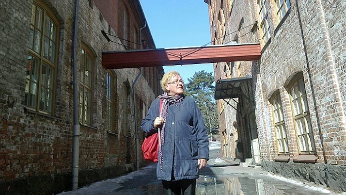 Tarja-Maija Sarf työskenteli Vaasan Puuvillatehtaalla 15-vuotiaana