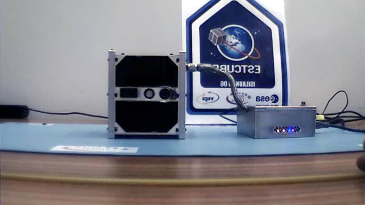 ESTCube-1-mikrosatelliitti.