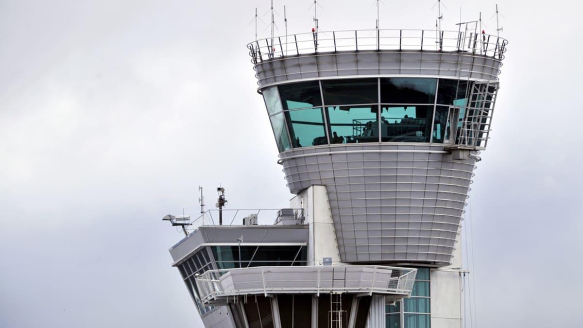 Lennonjohtotorni Helsinki-Vantaan lentokentällä 27. maaliskuuta 2012.