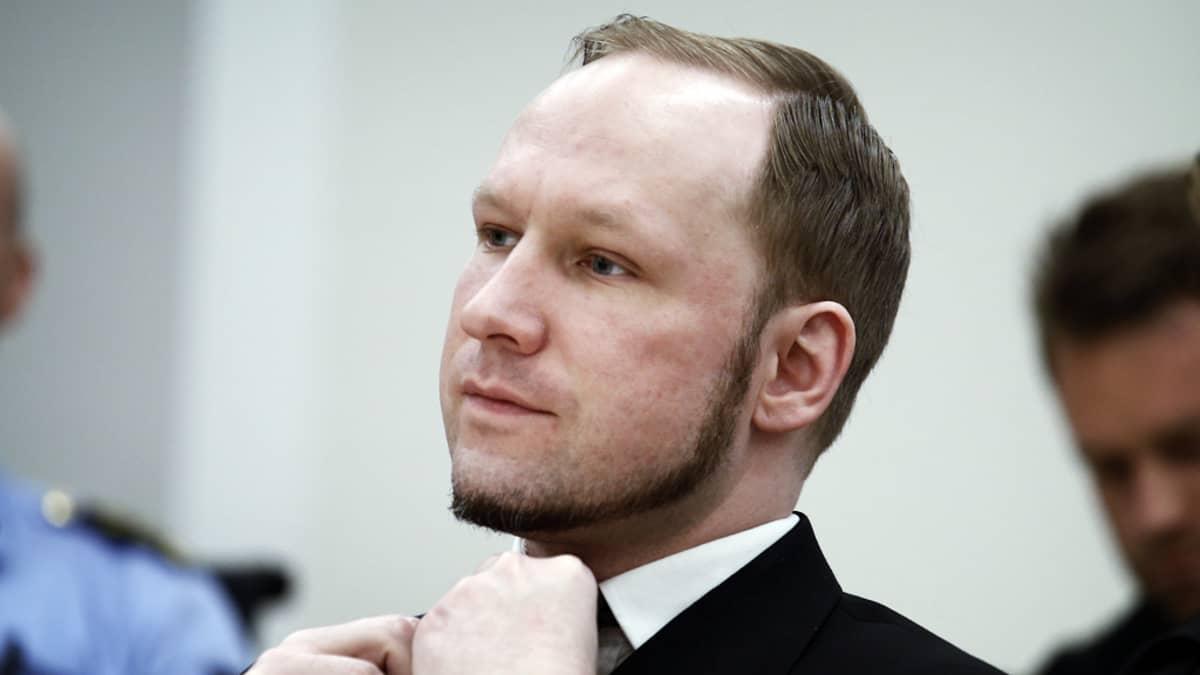 Anders Behring Breivik oikeudessa Oslossa elokuussa 2012.