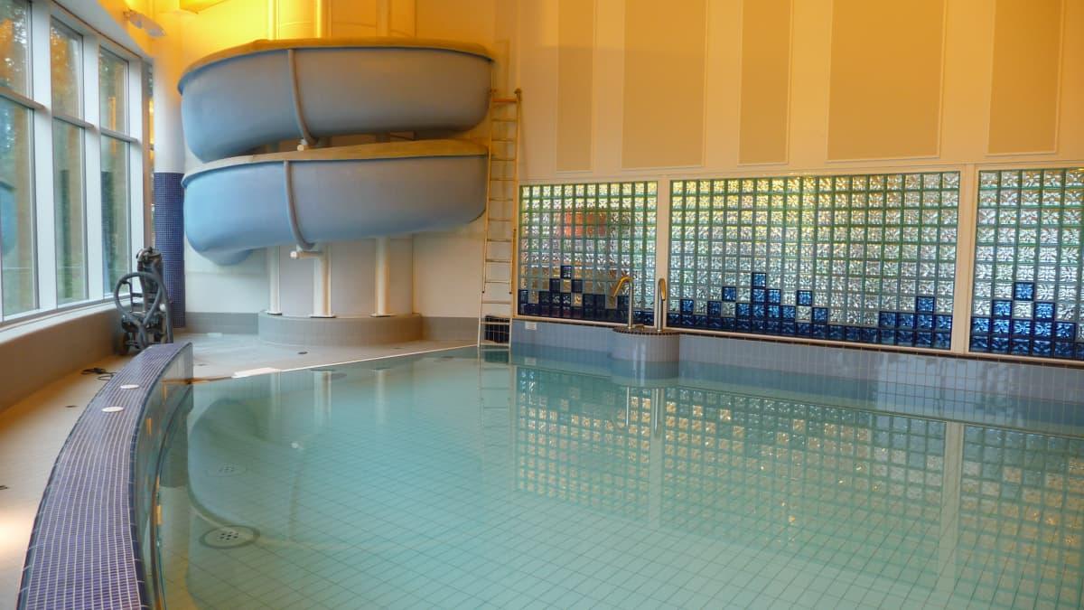 Alajärven uusi uimahalli avautuu yleisölle lokakuussa 2013.