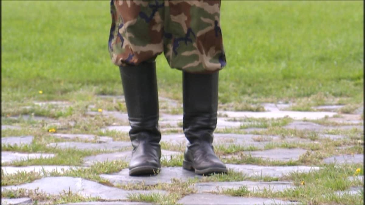 Armeijassa kaapista tulo on hyvin vaikeaa, kertoo anonyymisti haastateltu sotilas.