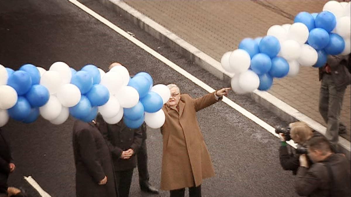 Edgar Savisaar avaa  Ülemisten risteilyalueen Tallinnassa.