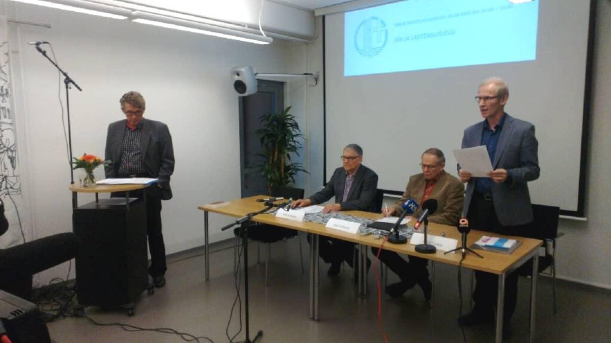 Suomen rauhanyhdistysten keskusyhdistys järjesti torstaina tiedotustilaisuuden lastensuojelusta.