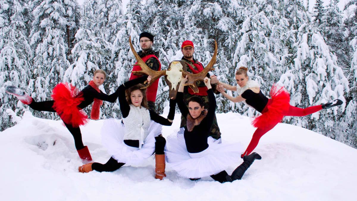 Hirvenmetsästys-baletin tanssijoita