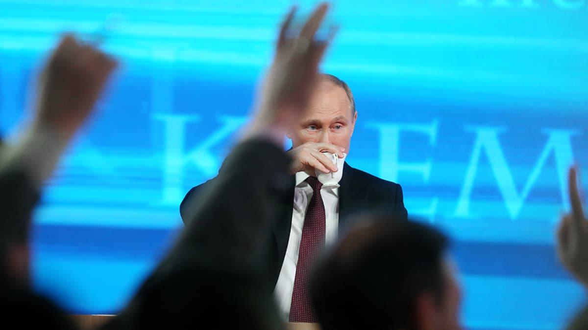 Vladimir Putin tiedotustilaisuudessaan Moskovassa.