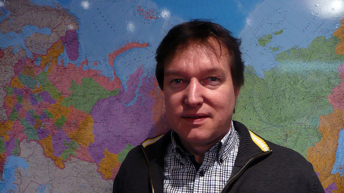 Timo Mansikkaviita Siperian kartan edessä
