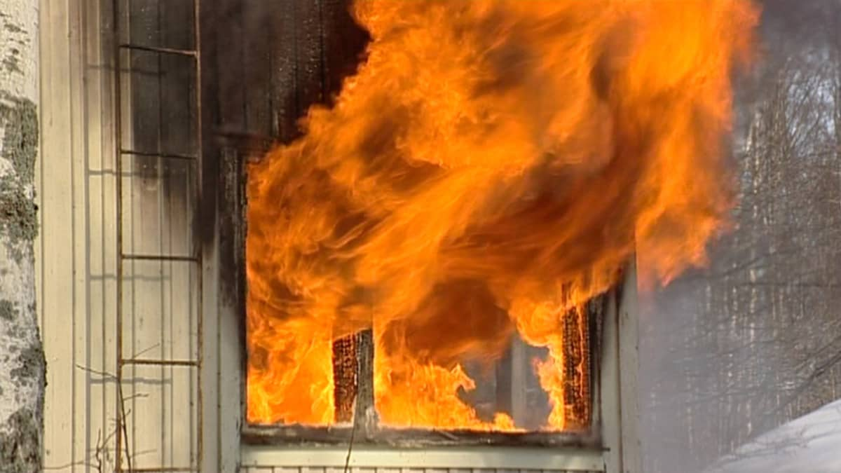 Tulipalo Lemin VPK sopimuspalokunta Lemi palokunta paloauto hälytys