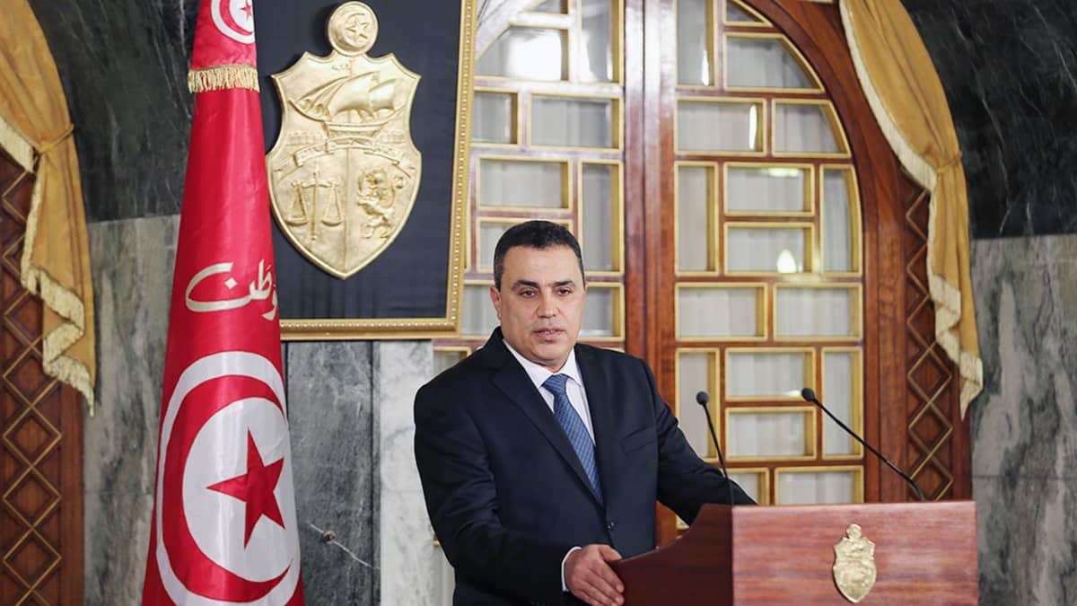 Mehdi Jomaa puhuu tiedotustilaisuudessaan Tunisiassa.