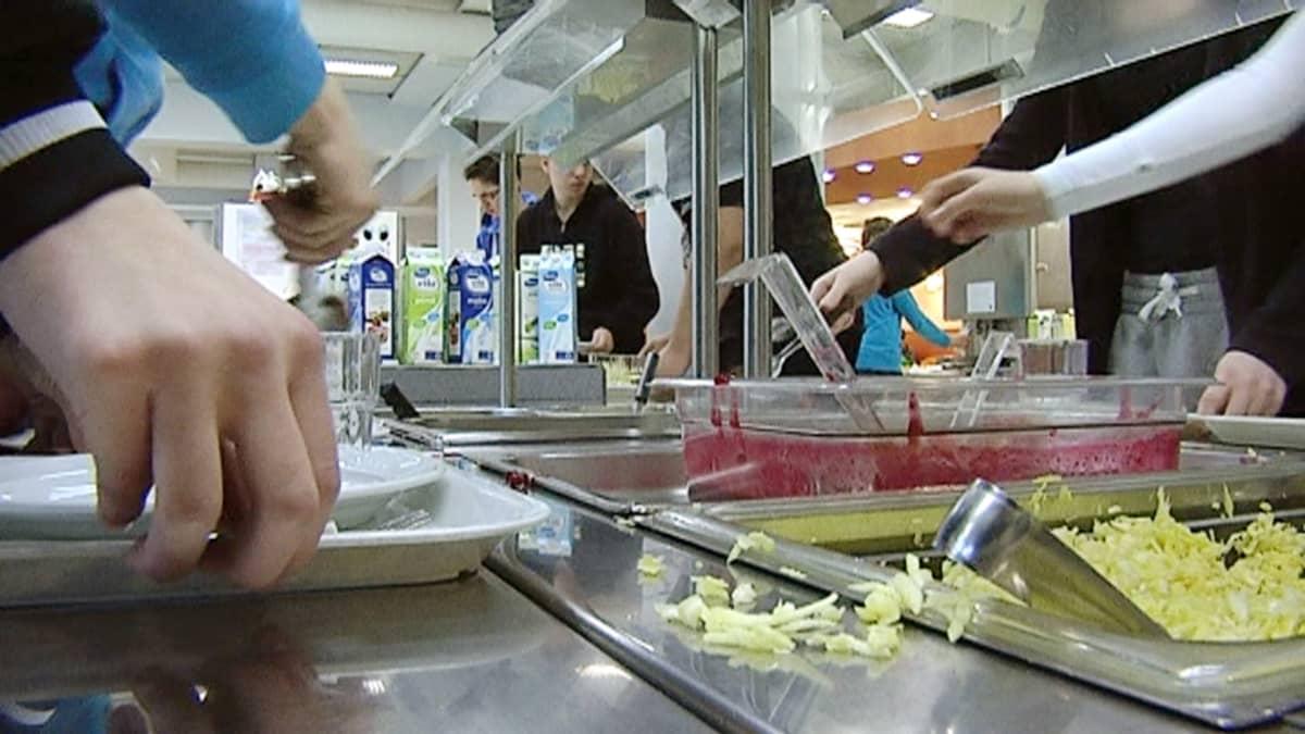 Salaatti tuli kouluihin 1990-luvulla ja salaattibuffet 2000-luvulla.