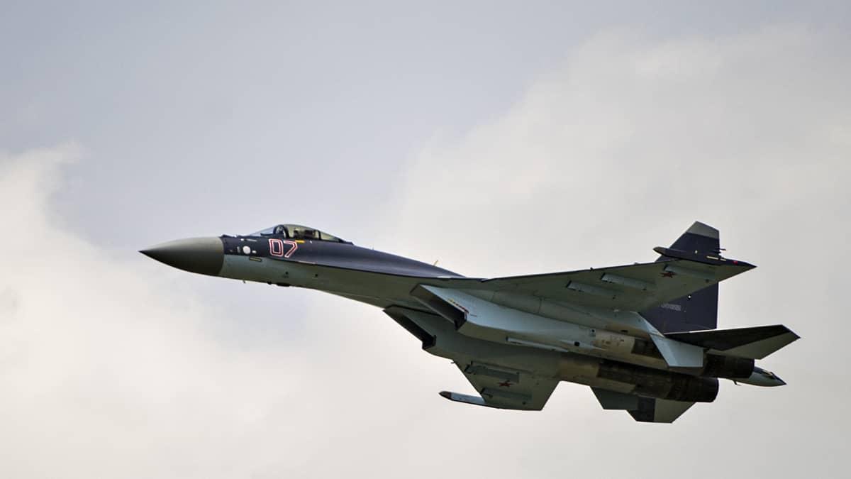 Venäläinen hävittäjälentokone.